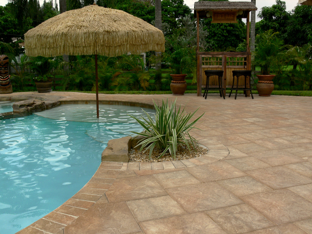 Ultimate pool remodeling swimming pool pavers gallery for Swimming pool paving pictures